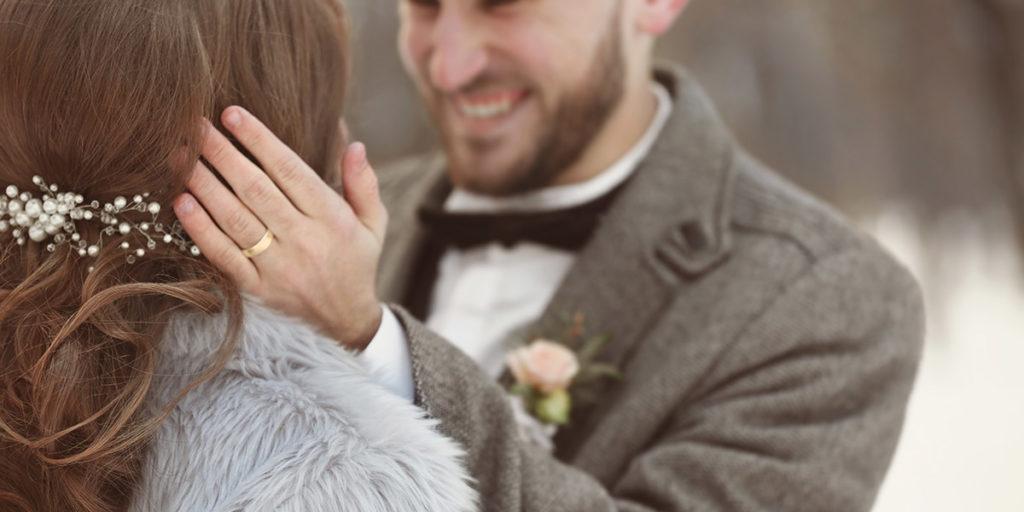 Winterbruiloft bruid en bruidegom